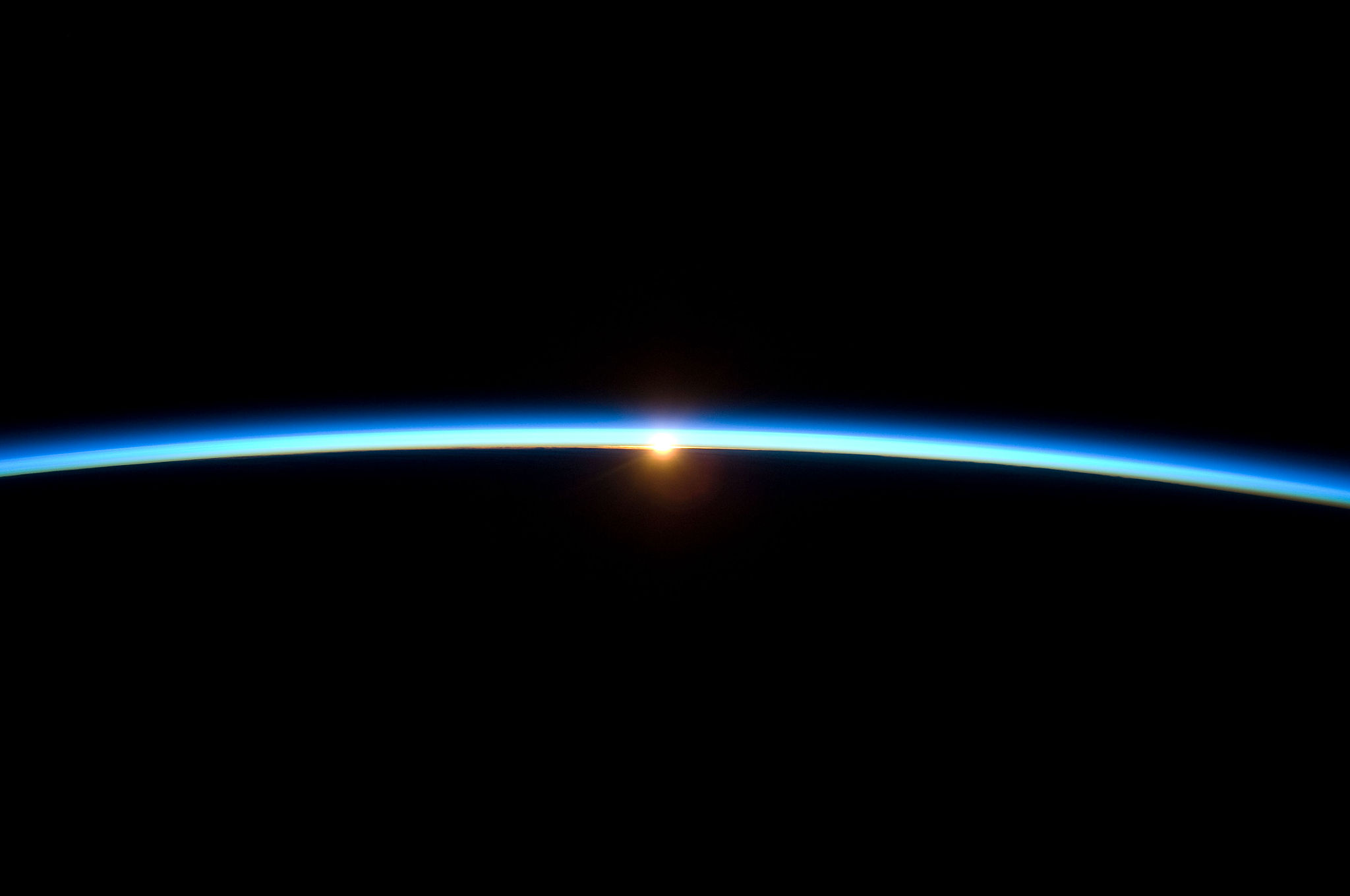 2000.Thin_Line_of_Earth's_Atmosphere_and_the_Setting_Sun (1)